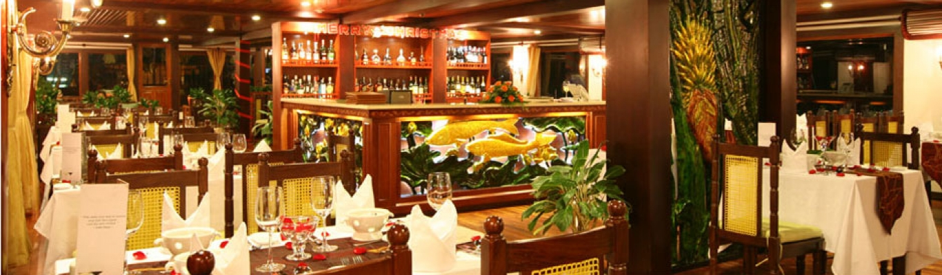 dining-room-on-oasis-cruise